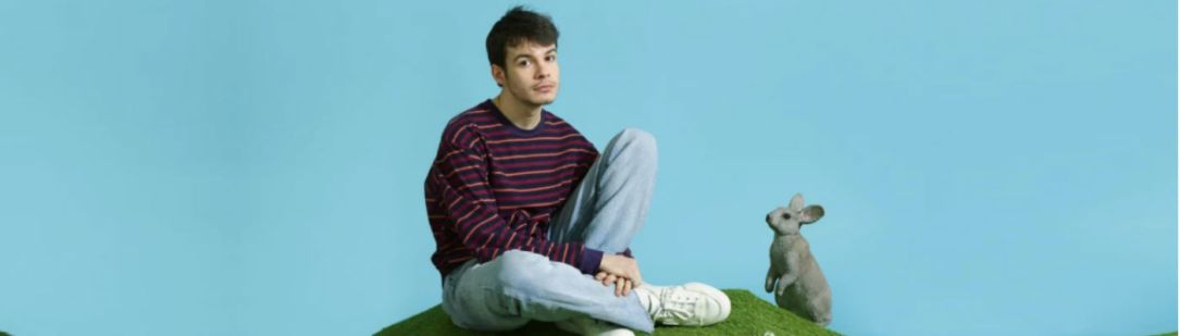 "Rex Orange County Releases New Song On Valentine's Day ""New House"""