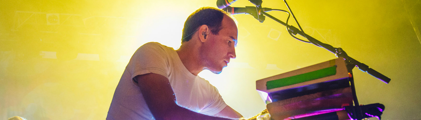"""Caribou Makes His Comeback! Shares New Daphni Song """"Sizzling"""""""